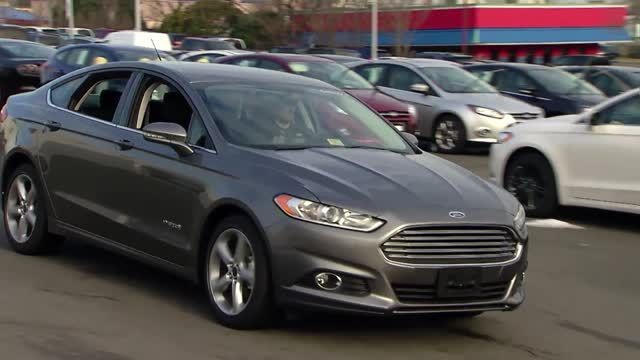 News video: 2014 Top Safety Picks+ - Larger, Fuel-Efficient Hybrid Vehicles